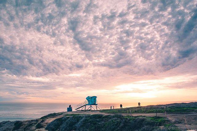 Malibu Sunsets 🌅 • • • #motherearth #landscape #landscapephotography #lifeguardtower #photography #beach #malibu #leocarrillo #nikon #sigma