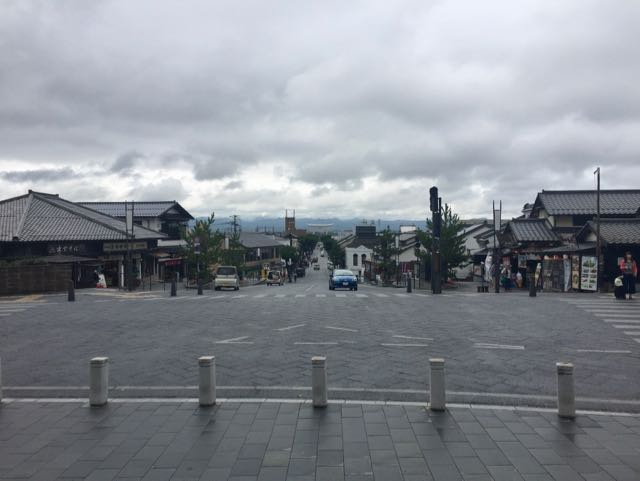 This is the view looking the other way from Izumo Taisha. There are shops and restaurants along the way. Not far past the tori down the way is the CHAdeMO I used the night before.