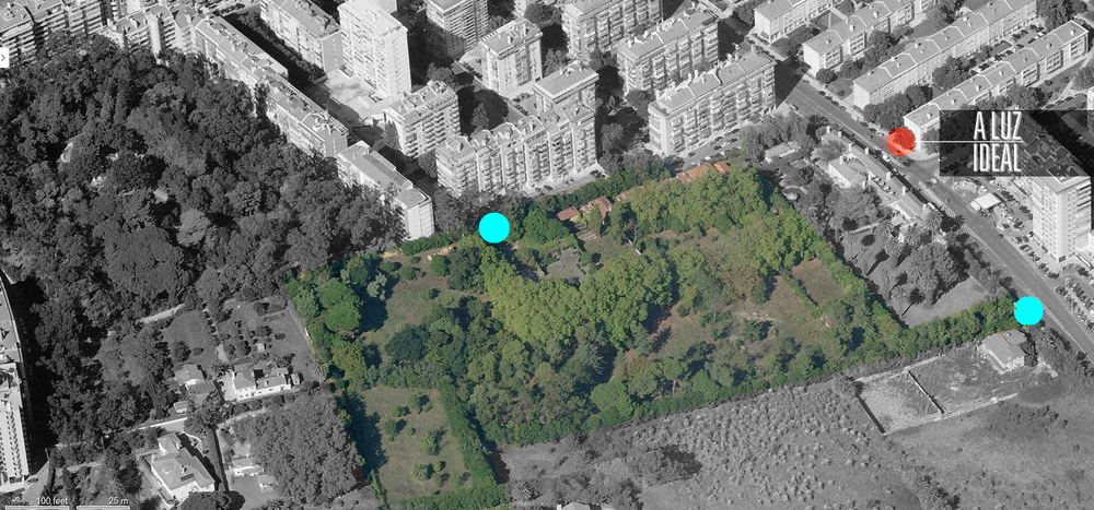 Aerial view of the park. The red dot marks A Luz Ideal location, the blue dots both entries to the park.