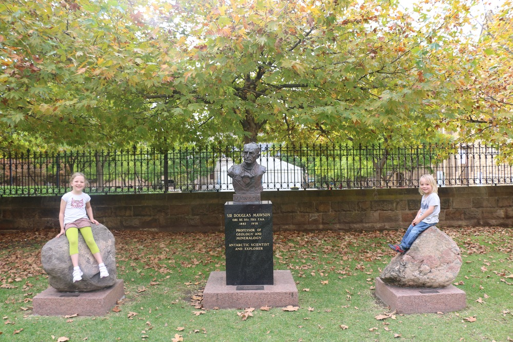 Sir Douglas Mawson Statue.jpg