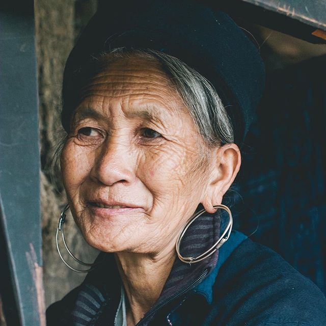 This is So (pronounced Sue/Soo) and I think she is the most beautiful woman I have ever seen!⠀ ⠀ Meeting her and being welcomed into her home was an honour and privilege I will never forget! I am in complete awe of her 🙏🏻 and I've just gone crazy with uploading pics to stories so check them out for more on So and other hill tribe women. There's also a vid of So in all her weaving action and one of inside her traditional Hmong home which she shares with 22 family members. 4 generations in a 3 room dwelling!!! ⠀ Sometime soon I will write more about this experience in all the rich detail it deserves but right now, I really wanted a photo of this woman in my feed because there is something profoundly inspiring about her.  So is an 89yr old Hmong elder and lives in Cat Cat village. The wisdom in those eyes could keep me enraptured for hours! Don't you agree? xo . . . . #vietnam  #hilltribes