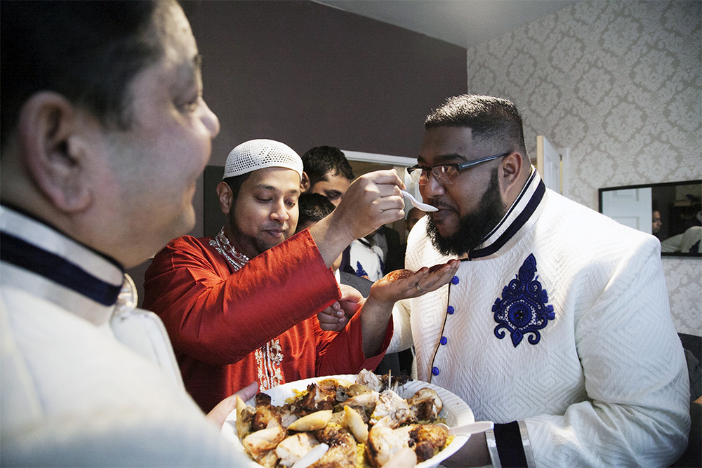 Feeding  The groom and his family feed one another with spoonfuls of rice and chicken before leaving the house.  Feeding takes place throughout much of the Nikah or wedding, and a traditional to the day.