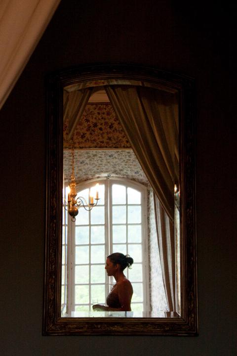 L'Abbaye Chateau De Camon bedroom mirror