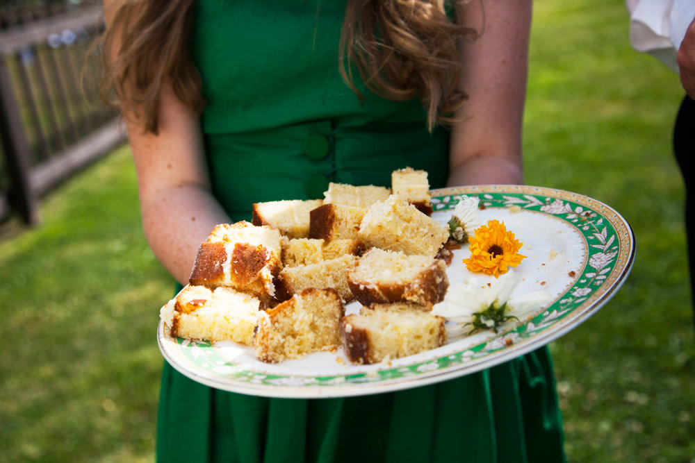 cut up wedding cake