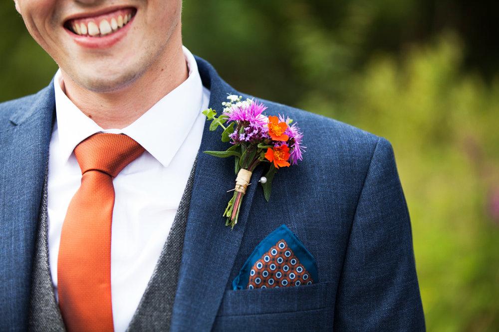 groom orange tie