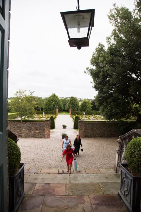 wedding guests arrive at Kingston Estate