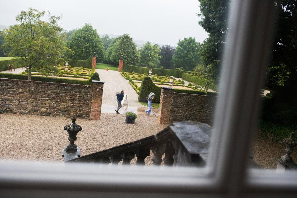 guests run from rain Kingston Estate