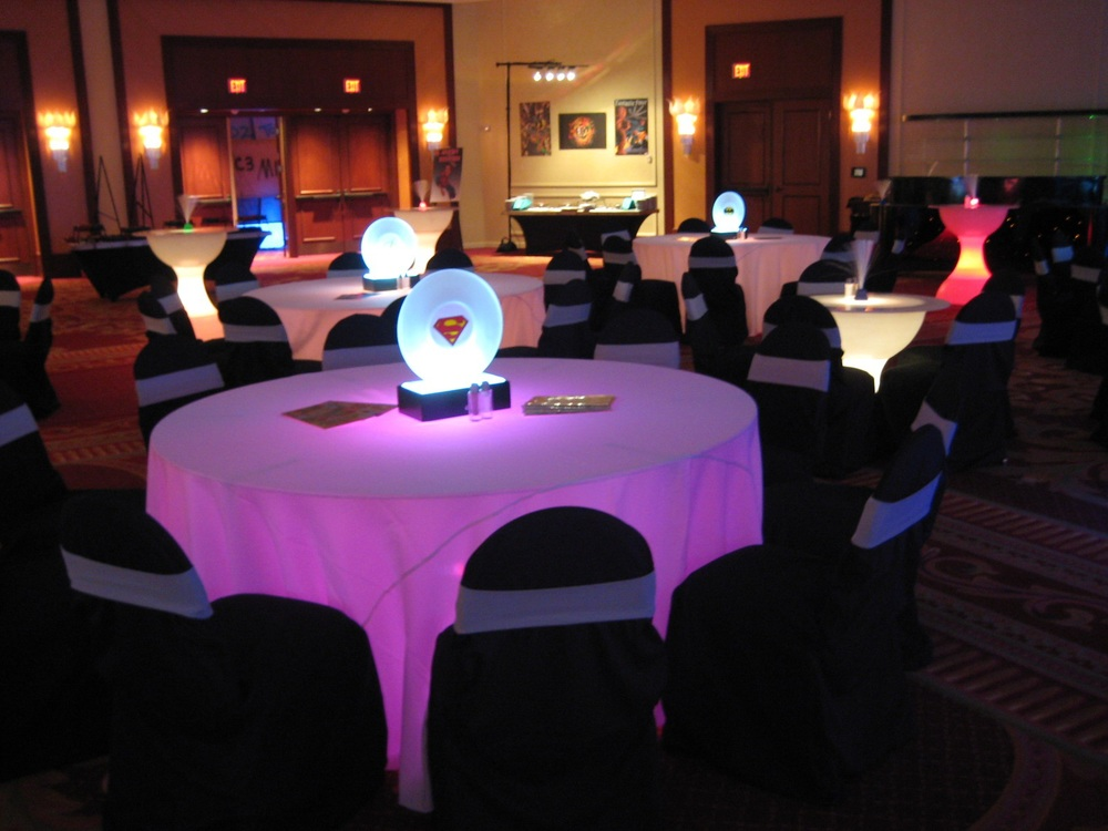 acrylic ring centerpieces_center is customizable.jpg