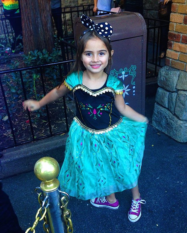 this princess obsessed girl had the time of her life at  @disneyland this week 💜