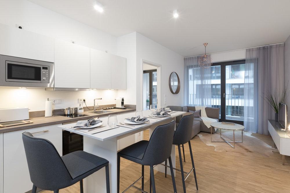 re-vamp+möbliertes+Mikropapartment+WE+145+Küche_Wohnzimmer.jpg