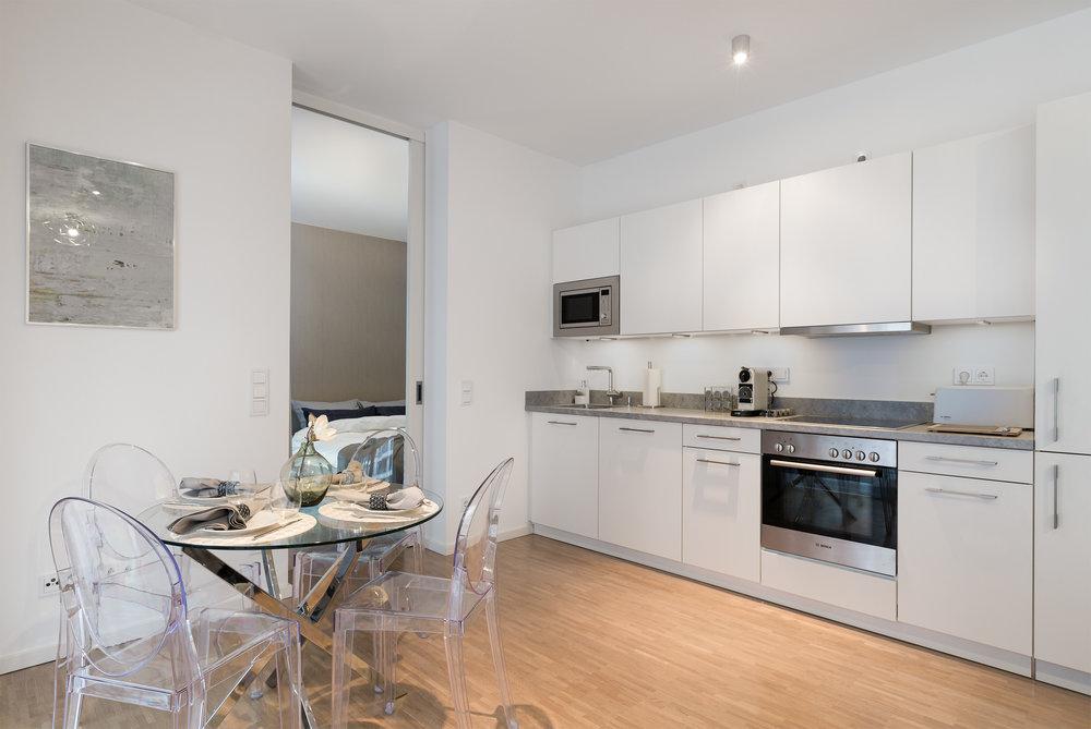 re-vamp+möbliertes+Mikropapartment+WE+239+Küche_Wohnzimmer.jpg