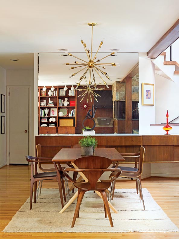 MCM dining area - don't you love the mismatched chairs?