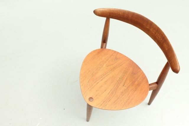 <3 Chair