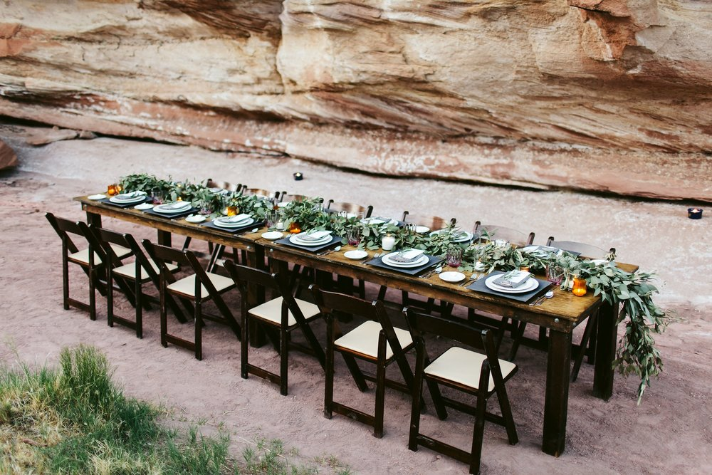 nicodem-creative-small-intimate-wedding-photo-inspiration-zion-national-park-elopement-forevermore-events-by-bloomers-flowers