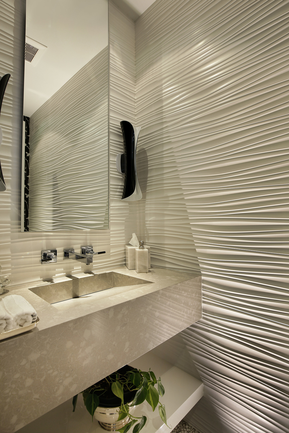 powderroom_2715nlakewood.jpg
