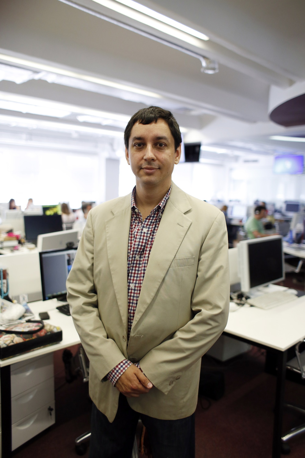 Dominic Basulto in the newsroom. (credit: RBTH)