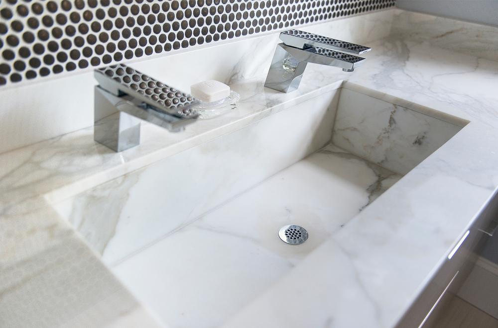 Mandarina Studio :: Boston interior design contemporary bold bathroom