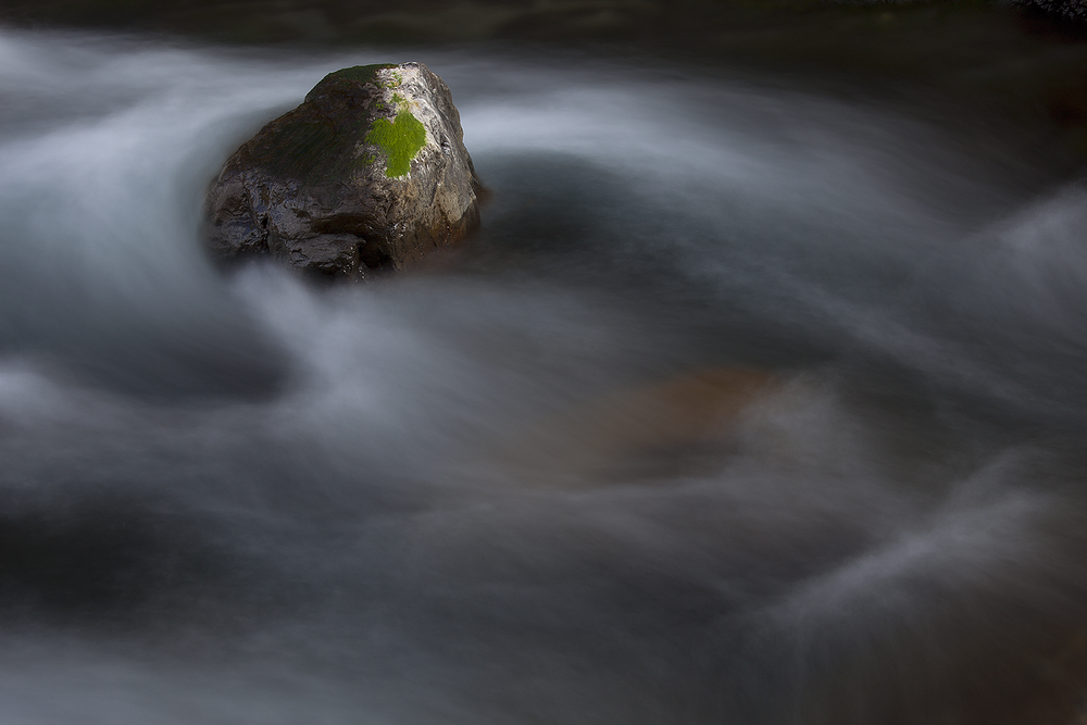 活在當下   (Canon 5D Mark II with EF70-200mm f/4.0 Lens @81mm, ISO 50, F32, 8 sec)