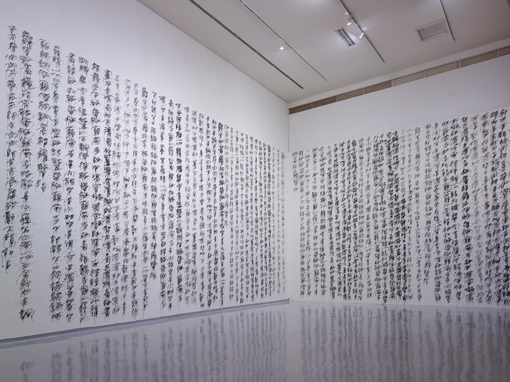 3. 何佳興〈寫字.抄經 二〇一六 九月〉,2016,毛筆書寫、黑墨,尺寸依展出場地而定