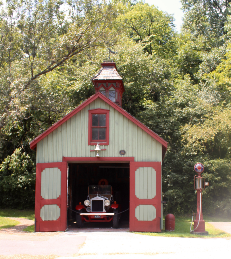 I love the vintage fire truck!