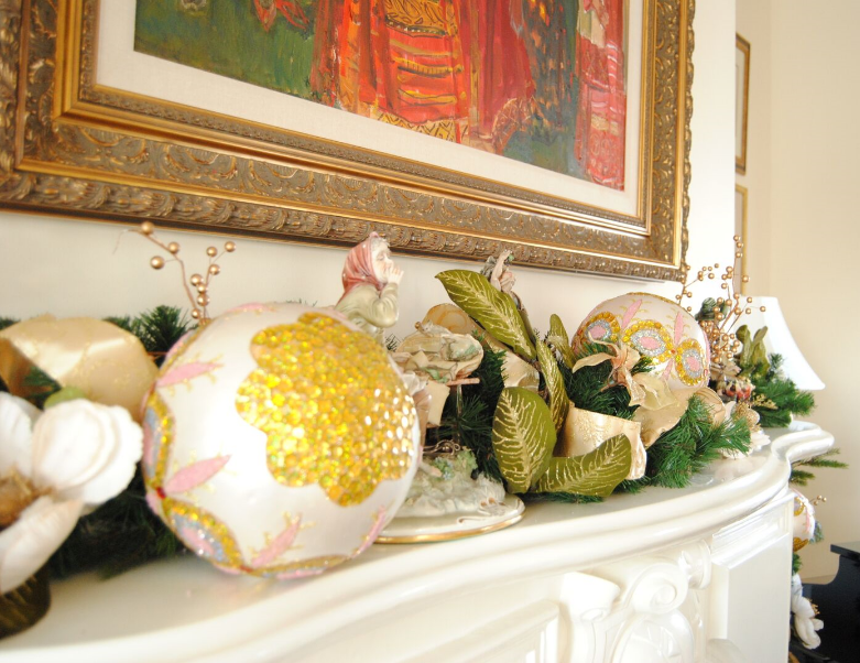 Polka Dots & Rosebuds Holiday Decoration Tips | HerKentucky.com