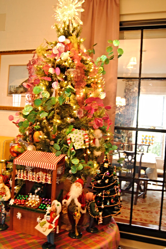 Holiday Decorations by Polka Dots & Rosebuds