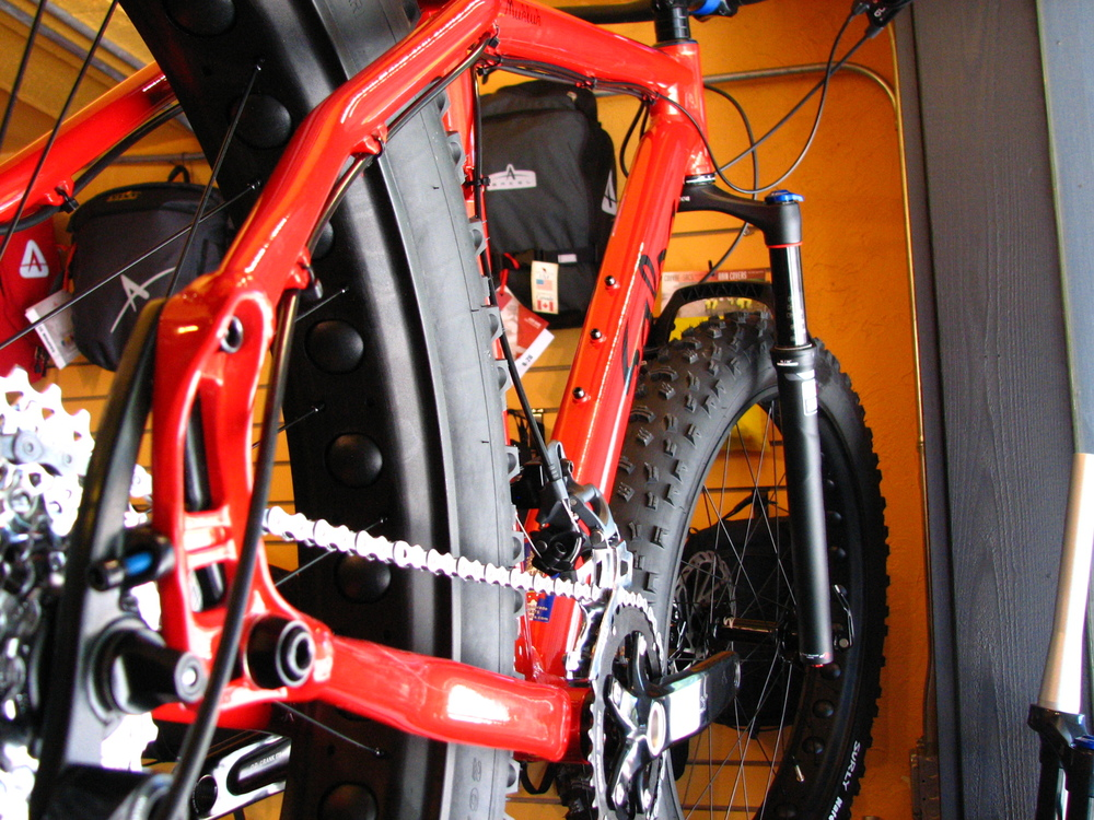 The Mukluk 2, complete with a RockShox Bluto fork, looks like an all-around trail machine.  The first one of these lasted less than 24 hours on the floor...