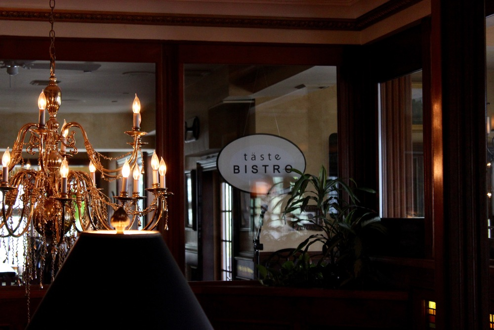 Taste Bistro & Bar, Mirror Lake Inn