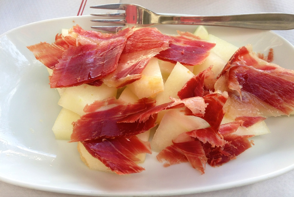 "If you are a person who likes to hate on food pictures (""Why is she taking a photo of her meal?!""), you probably won't enjoy my blog. Don't say you didn't have fair warning! This is common Spanish fare:   melón con jamón  , or melon with ham. It's not my favorite mix of flavors in the world; it's a little tangy and definitely different. And OK, this   jamón   was a little more beef jerky-esque than I would have preferred. But all in all a good meal (with bread, chicken, and potatoes, too)."