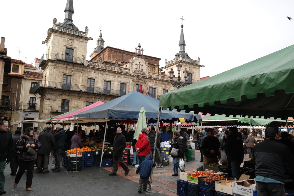 Saturday morning farmers markets are alive and well inLeón.