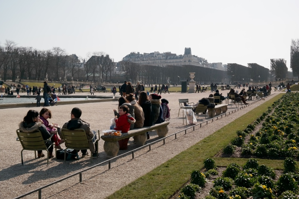 The Luxembourg Garden was full of locals and tourists on Sunday afternoon, everyone enjoying the sunshine.