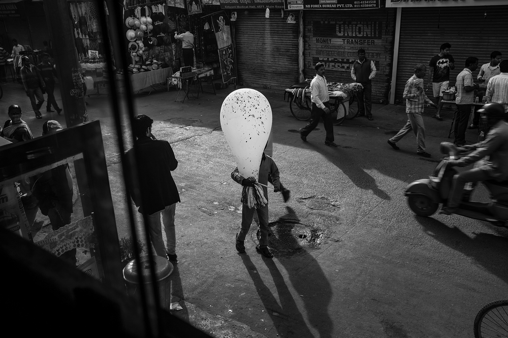 """Balloon Boy. Delhi. India""    copyright : Russell Shakespeare 2015"