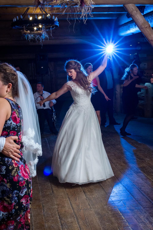 Zabawa weselna - fotograf ślubny Bielsko