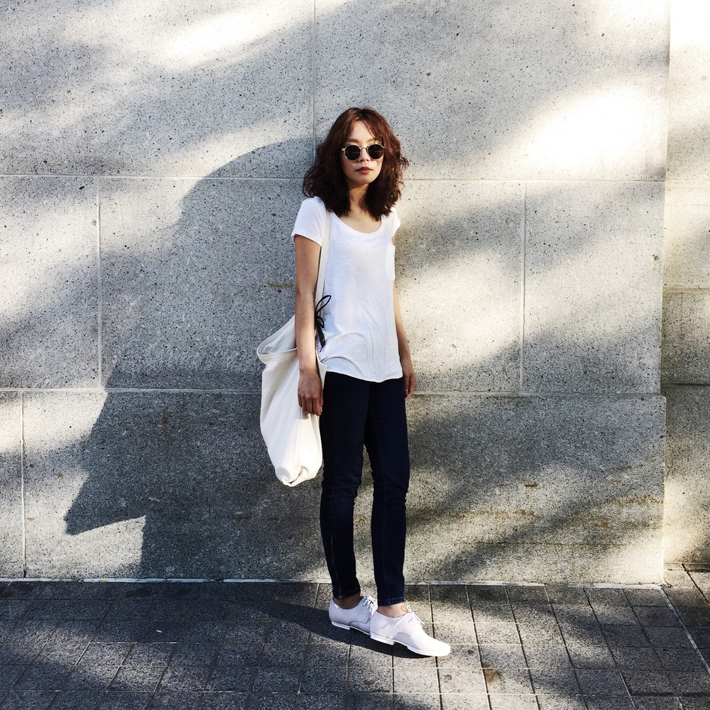 H&M  t-shirt,  Topshop  Jamie jeans,  Camper  shoes,  Boston  Newbury Street, photo by  Wen