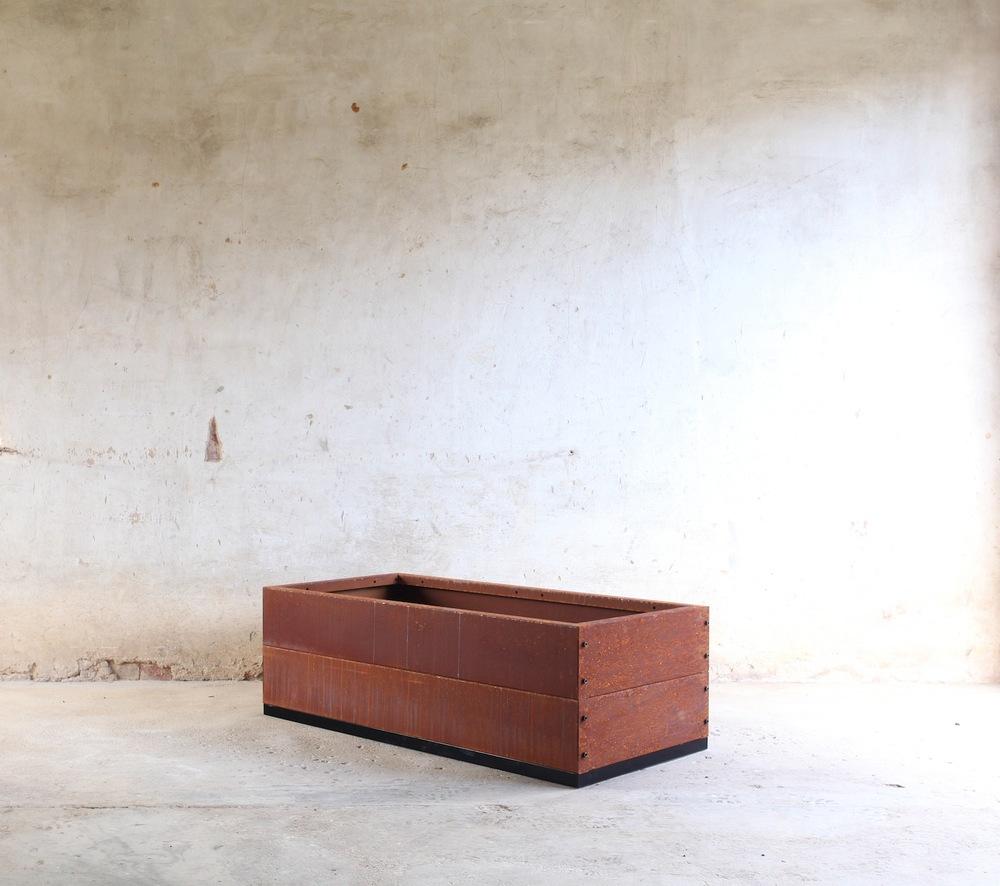 SKEMAH-corten-steel-abilitybox-planter-360x600x1200-nrn1407103-web-res.jpg