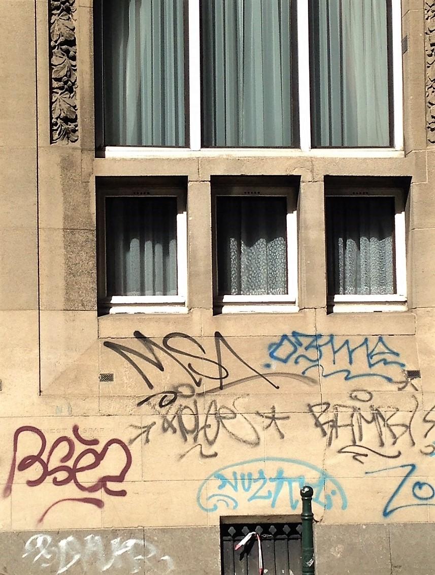 Grafitti bad 2.JPG