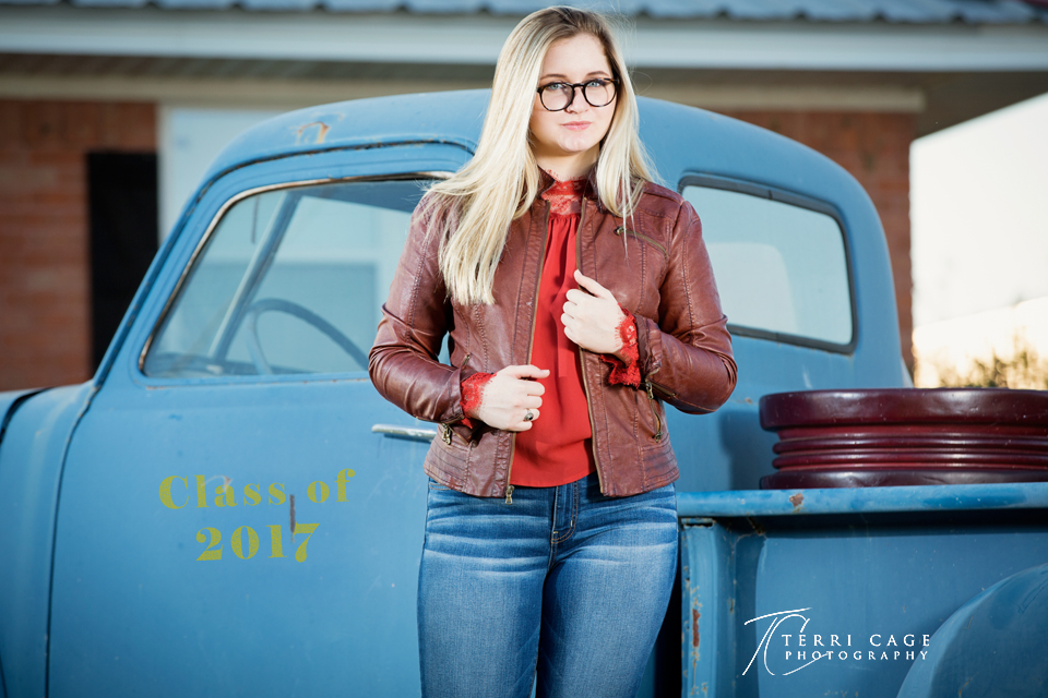 senior portraits, old truck