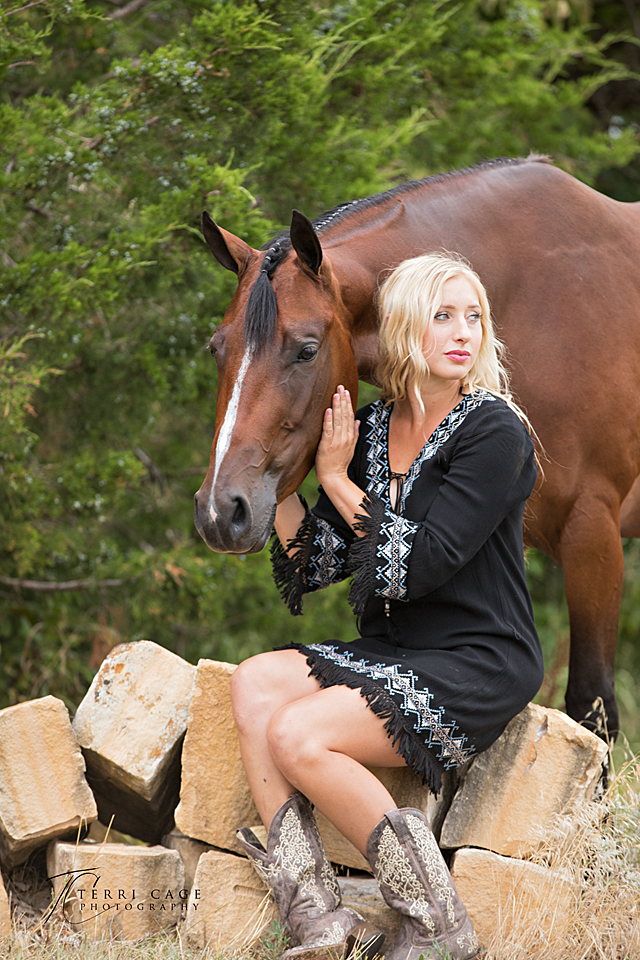 equestrian model, western pleasure, poses with horses