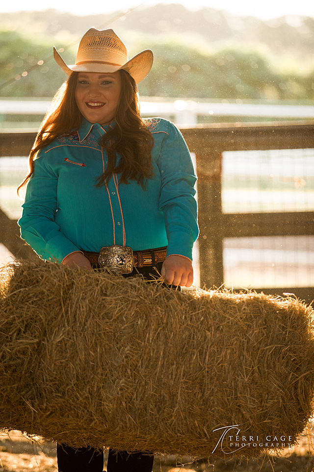 senior portrait, DFW senior photographers, hay bale