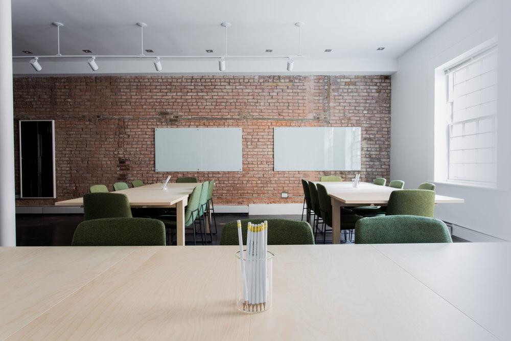 Pažljivo birani prostori - Znamo da se bolje uči u dobrim uvjetima, stoga za svaki seminar nastojimo osigurati najbolje moguće uvjete. Naši seminari održavaju se u kvalitetnim predavaonicama tako da nećete se morati boriti s neudobnim stolicama, lošim projektorima i čekati dok se predavaču učita prezentacija na sporom laptopu.4.8 je prosječna ocjena zadovoljstva polaznika prostorom.