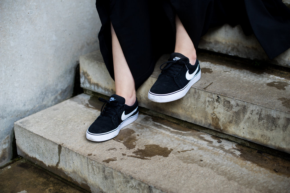 nike sb black white womens