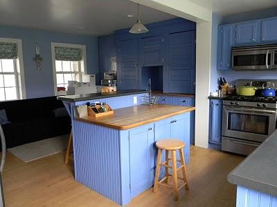 Remodelaholic-periwinkle-cabinetry.jpg