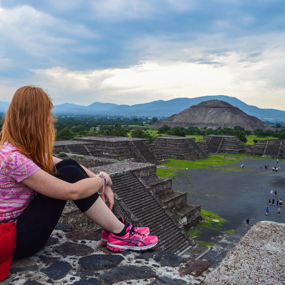 CONTIKI REVIEW MEXICO: Teotihuacan Pyramids in Mexico at Sunset