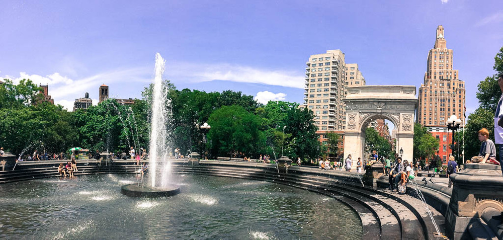 Things to see in New York City: Relax in Washington Square Park