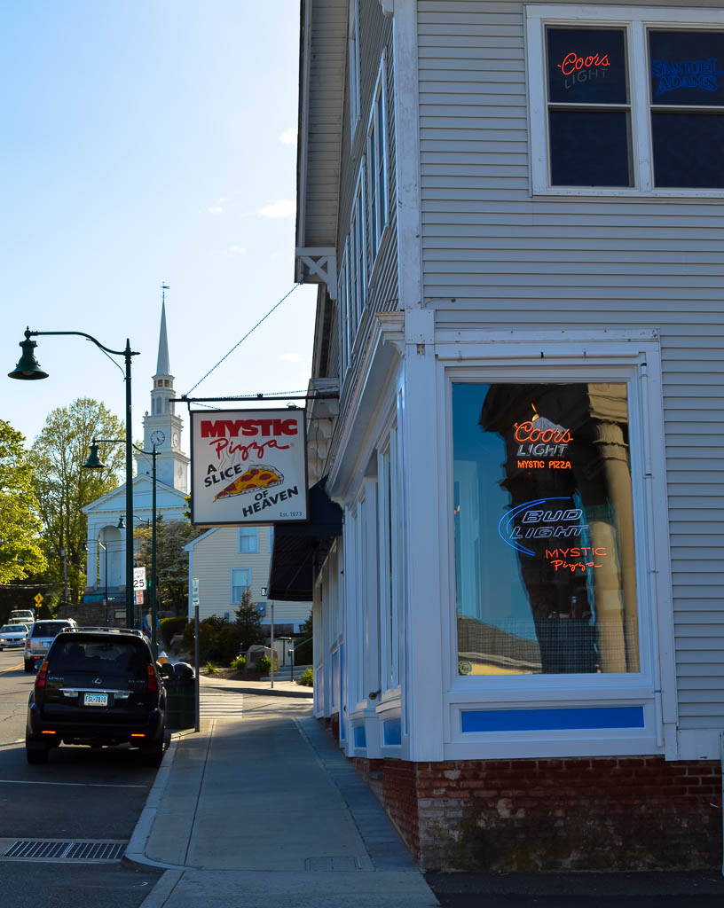 VISIT MYSTIC CONNECTICUTT ON A NEW ENGLAND ROADTRIP