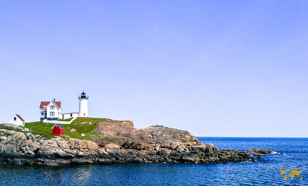 VISIT THE NUBBLE LIGHTHOUSE IN MAINE