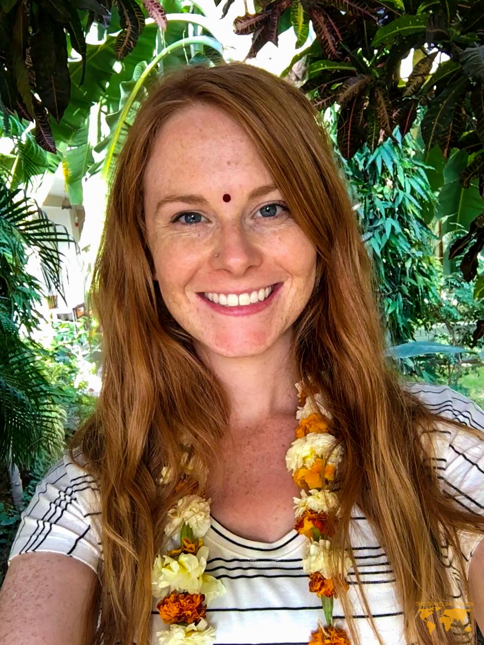 WHAT TO WEAR IN INDIA FOR FEMALE TRAVELERS: MAKE UP