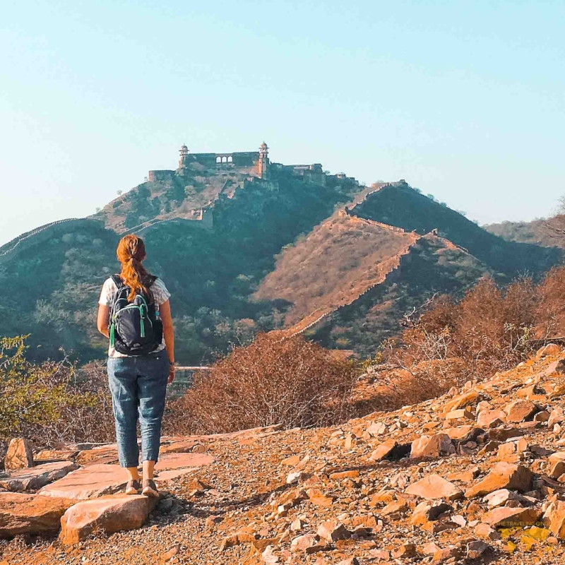WHAT TO WEAR WHEN TRAVELING TO INDIA FOR WOMEN OUTFIT IDEAS
