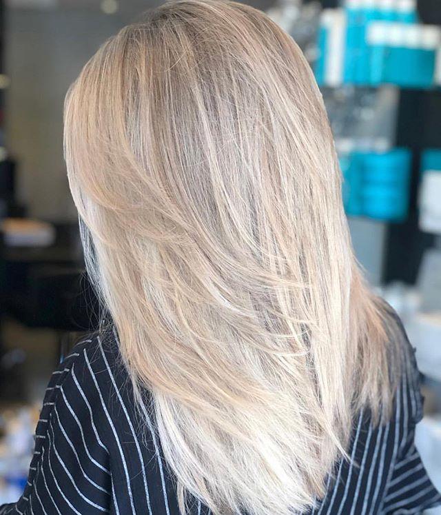 Glow up ✨ @harleyralph_zenhair @olaplex @olaplexau #babylights #microweave #blonde #brisbanehairdresser #brisbaneblondes