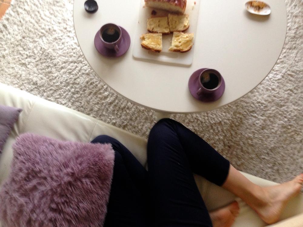 тосты с медом и маслом, типичный завтрак